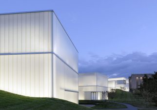 Steven-Holl-Architects-.-Nelson-Atkins-Museum-of-Art-.-Kansas-1-landscape